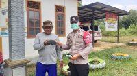 Foto : Polsek Murung For BRP Ket Foto Depan : Anggota Polsek Murung saat melaksanakan giat di Desa Bahitom