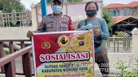Foto : Polsek Murung For BRP Ket Foto Depan : Personil Polsek Murung saat melaksanakan Giat Sosialisasi Saber Pungli